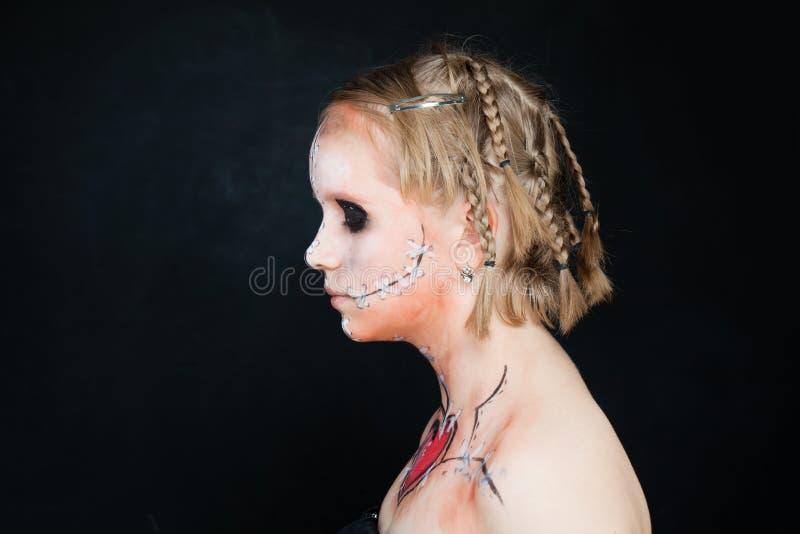 Предназначенная для подростков девушка с составом хеллоуина Профиль стоковое изображение