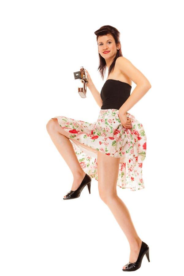 Предназначенная для подростков девушка с старой камерой стоковые изображения