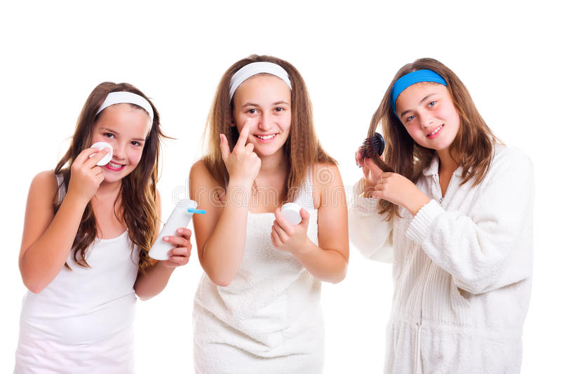 Предназначенные для подростков девушки primping стоковое изображение rf