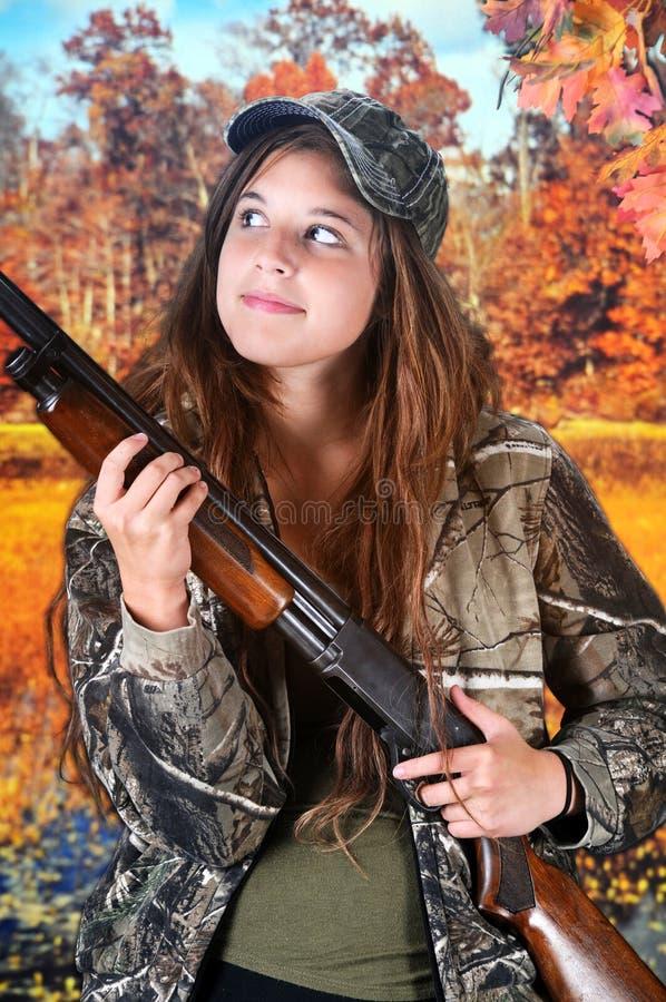 Предназначенный для подростков охотник смотря вверх стоковая фотография