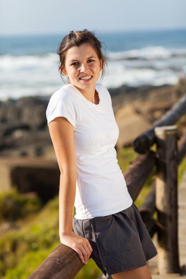 Предназначенный для подростков пляж девушки стоковые изображения