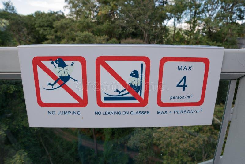 Предосторежение прогулки неба стоковые изображения