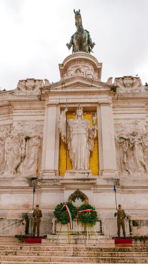 Download Предохранители на национальном монументе Виктора Emmanuel в Риме Редакционное Изображение - изображение насчитывающей ведущего, европа: 81808455