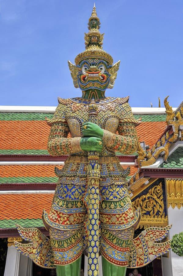 Предохранитель демона дворца Бангкока Wat Phrakaew грандиозного стоковое фото rf