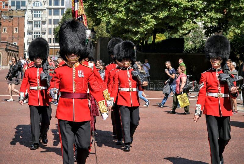 Предохранитель Лондон предохранителей ферзей маршируя изменяя стоковая фотография