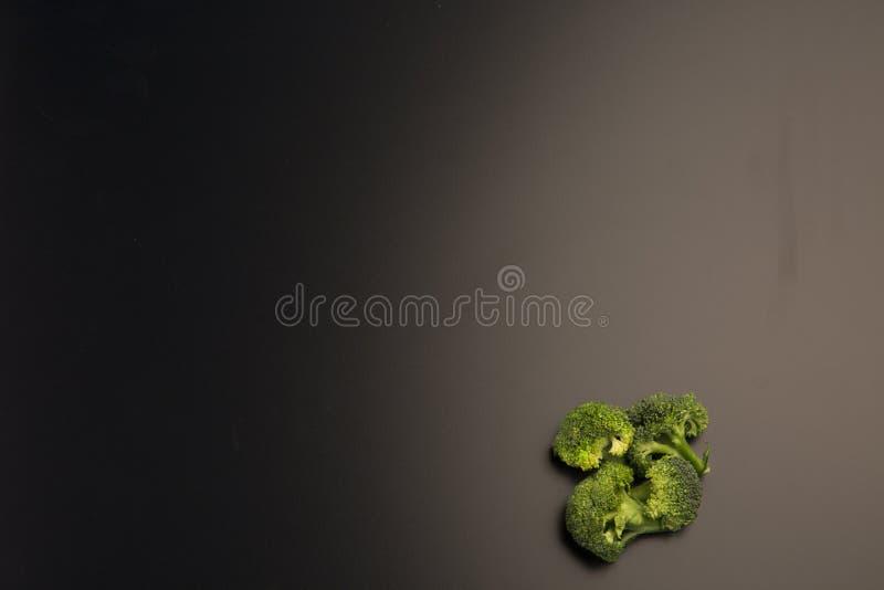 Предпосылка брокколи черная стоковые изображения rf