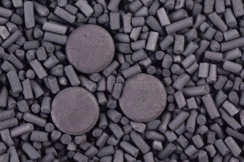 Зерна и таблетки активированного угля стоковое изображение rf