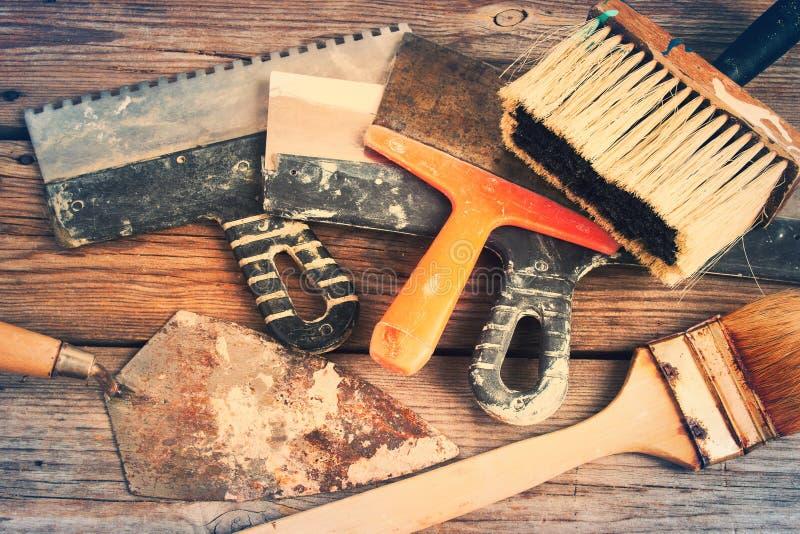 Предпосылка искусства от старых щеток и шпателей подкрашивано стоковое изображение rf