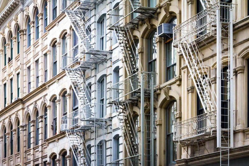 Предпосылка исторических зданий в SoHo Нью-Йорке стоковые фото