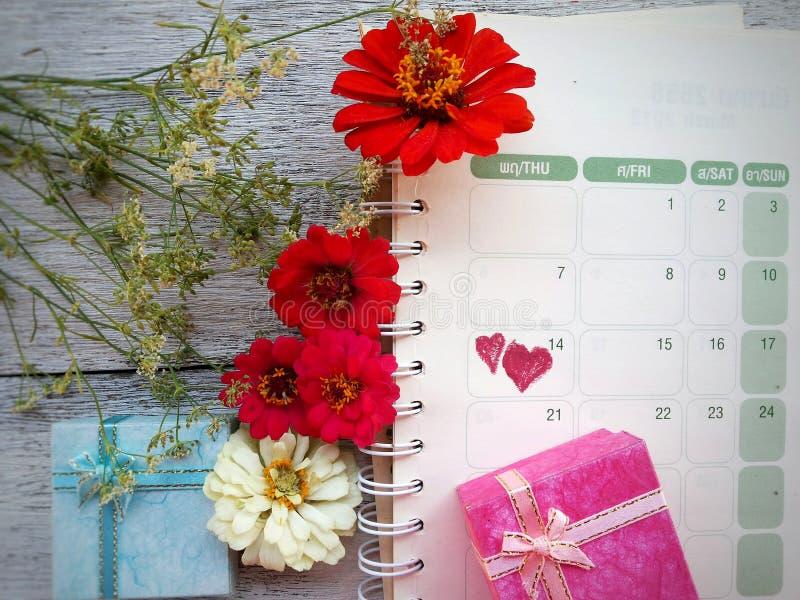 Предпосылка дня валентинки 14-ое февраля календаря стоковое изображение