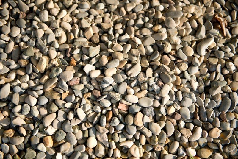 Предпосылка ровных waterworn камешков стоковая фотография rf