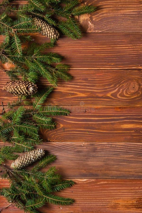 Предпосылка рождества деревенская - год сбора винограда planked древесина с светами a стоковые изображения rf