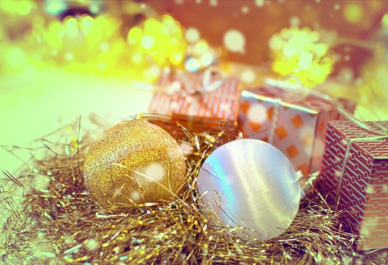 Предпосылка рождества деревянная с елью снега Взгляд с экземпляром s стоковые фотографии rf