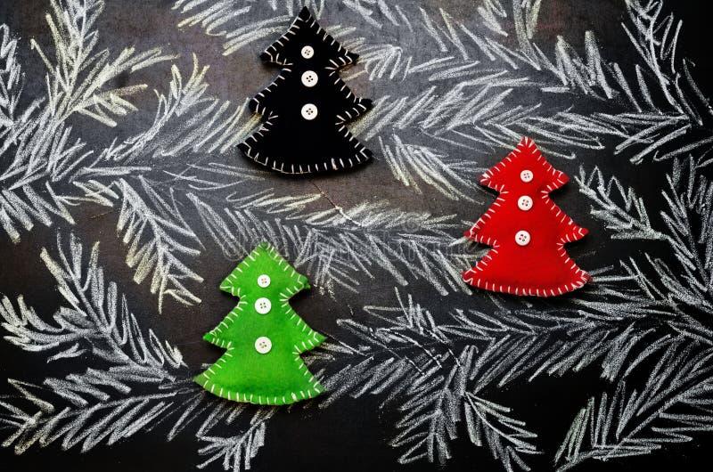 Предпосылка рождества при рождественские елки нарисованные с мелом стоковые фотографии rf