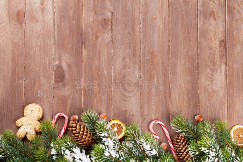 Предпосылка рождества с оформлением ели и еды стоковое изображение rf