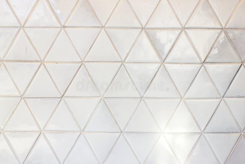 Предпосылка стены керамических плиток треугольника форменная стоковые изображения rf