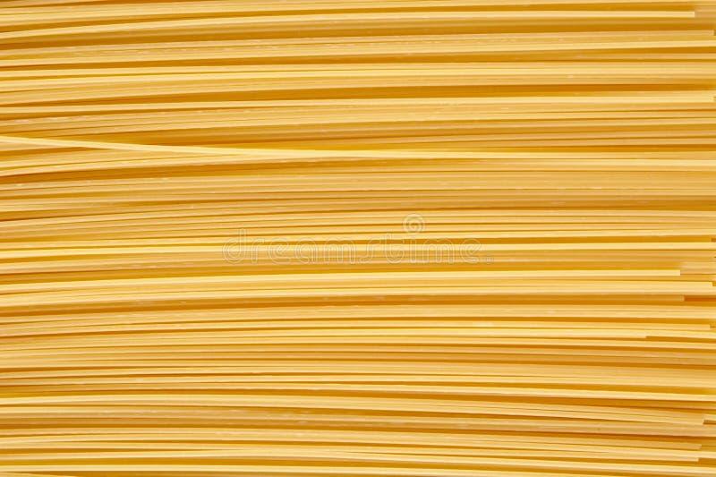 Предпосылка сделанная из сырцовых макаронных изделий штабелированных горизонтально стоковое изображение