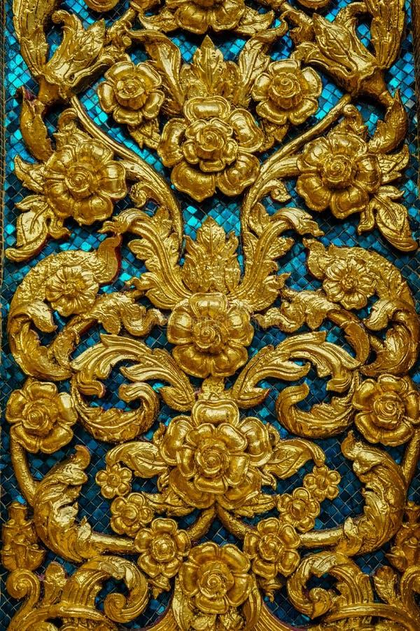 Предпосылка с золотыми цветками и голубой мозаикой стоковая фотография rf