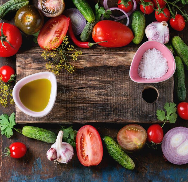 Предпосылка с томатами и огурцами стоковые изображения rf
