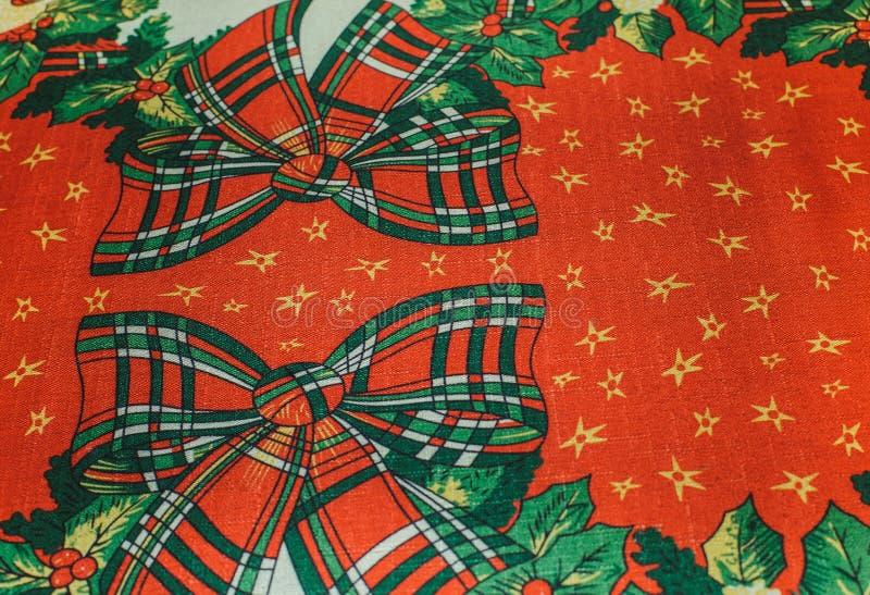 Предпосылка ткани текстуры рождества красная с красным белым зеленым цветом b стоковые фотографии rf