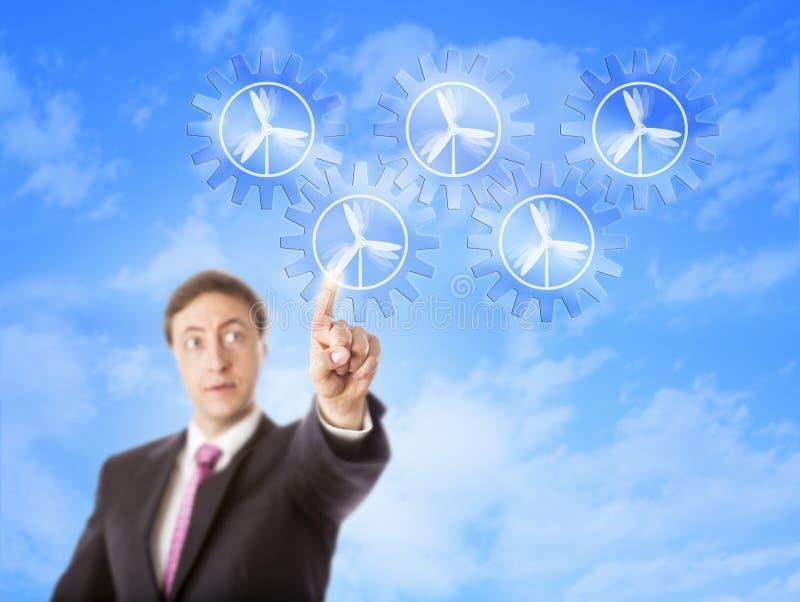 Предприниматель смотря зубчатый перебор энергии ветра стоковая фотография rf