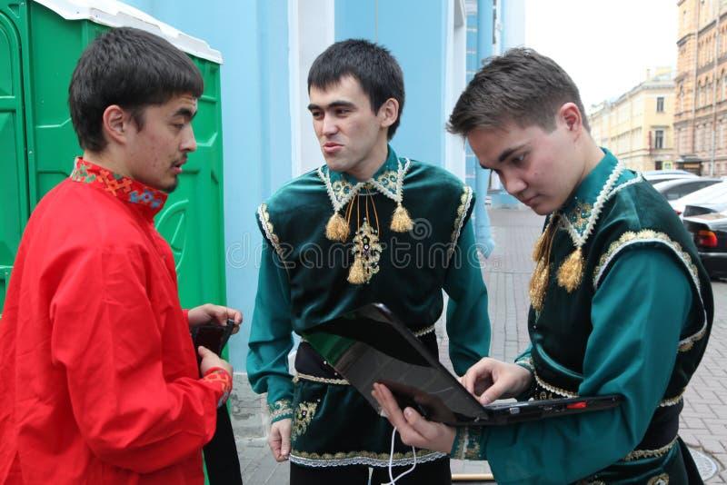 Представление ансамбля Yandek музыкантов и танцоров Bashkir национального (Bashkortostan) стоковая фотография