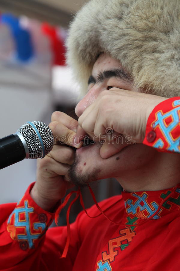Представление ансамбля Yandek музыкантов и танцоров Bashkir национального (Bashkortostan) стоковое изображение
