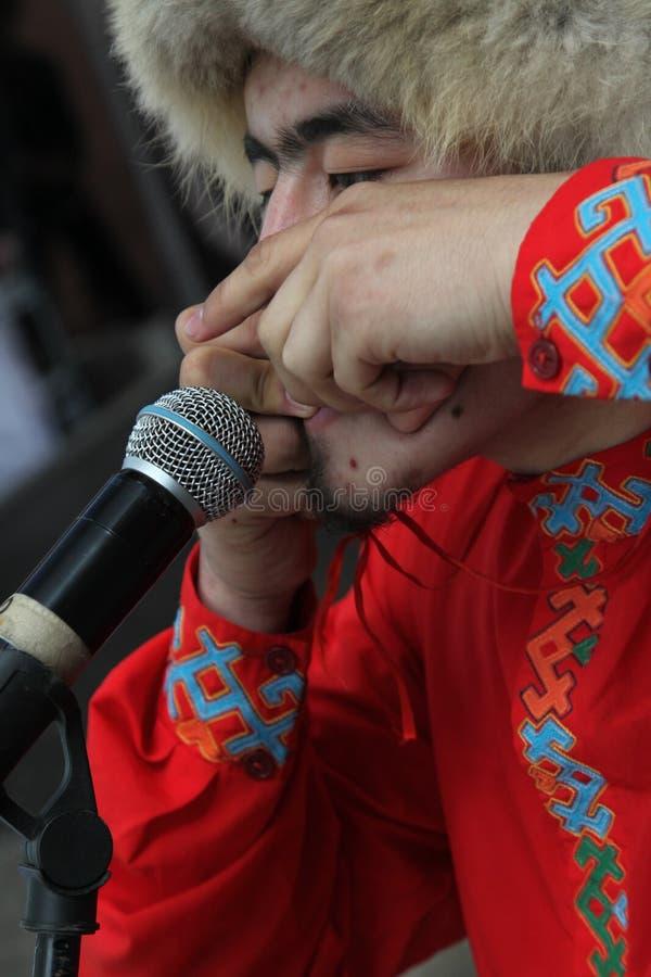 Представление ансамбля Yandek музыкантов и танцоров Bashkir национального (Bashkortostan) стоковое фото