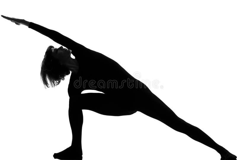 Представление йоги женщины parsvakonasana Utthita стоковое фото