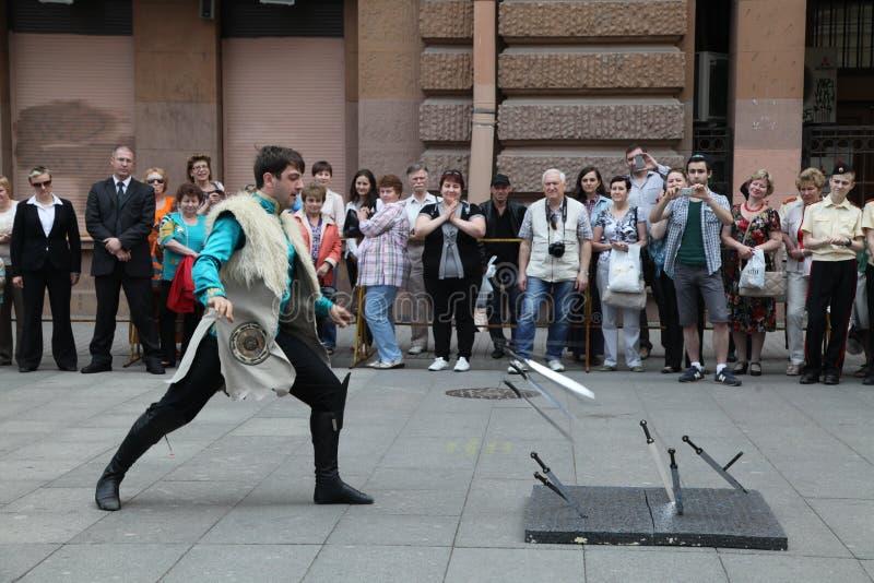 Представление певец-соло-танцоров ансамбля Imamat (солнечного Дагестана) с традиционными танцами северного Кавказа стоковое изображение