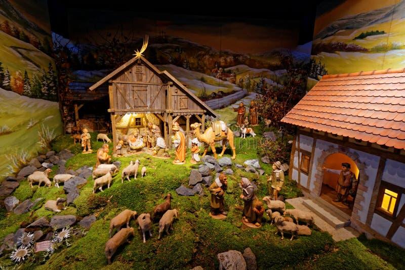 Представление сцены рождества творческое в гористой установке стоковая фотография