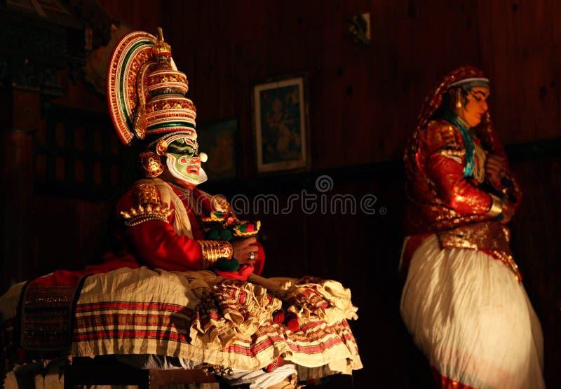 Представление танца Kathakali в Керале, Индии стоковые фотографии rf