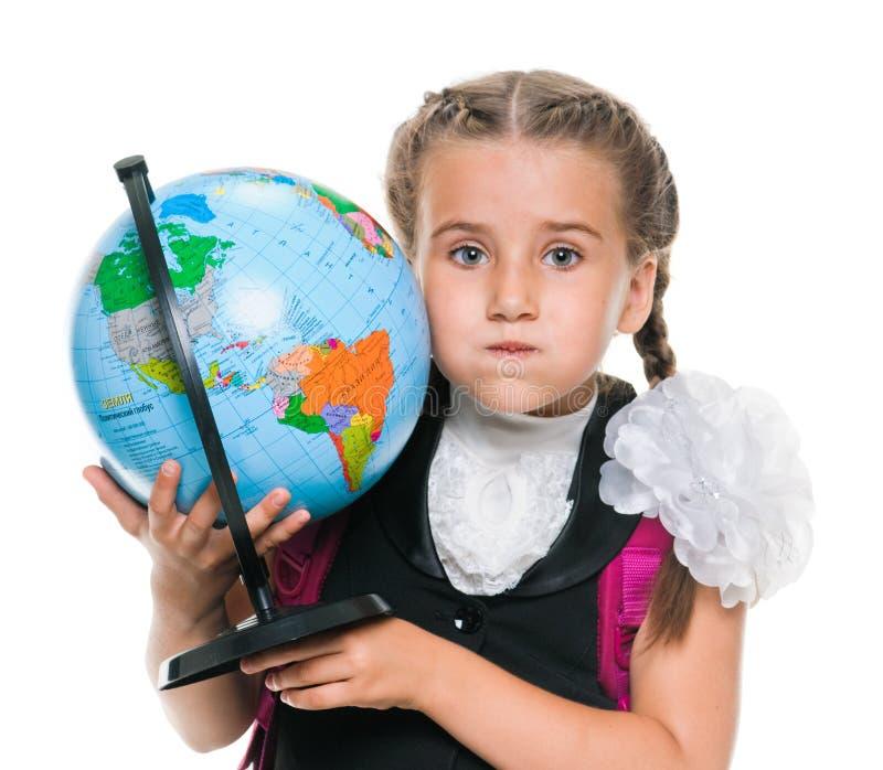 Представлять девушку с глобусом стоковые изображения