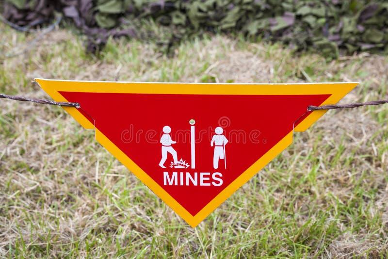 Предупредительный знак наземной мины стоковое фото rf