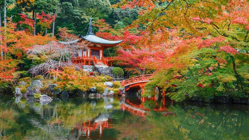 Предыдущая осень на виске Daigoji в Киото стоковая фотография rf