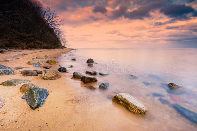 Прибалтийский скалистый берег в Гдыне, Польше стоковая фотография rf