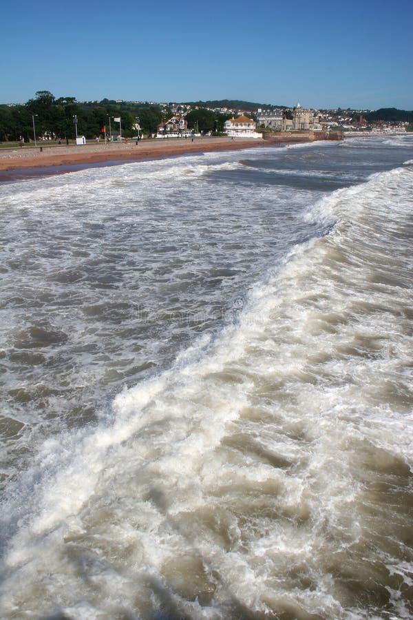 прибой paignton пляжа стоковое фото rf