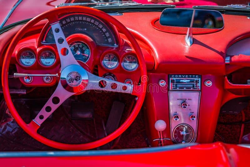 Приборная панель 1962 Chevrolet Corvette стоковые фотографии rf