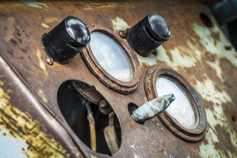 Приборная панель старого трактора стоковые изображения