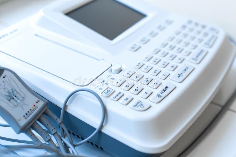 Прибор electrocardiograph конца-вверх медицинский для удаления ECG стоковая фотография rf