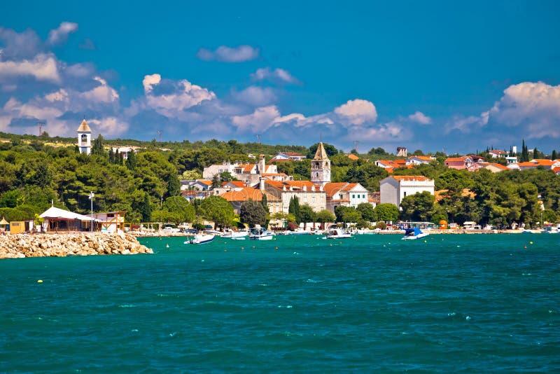 Прибрежная деревня портового района Sveti Filip i Jakov стоковая фотография rf