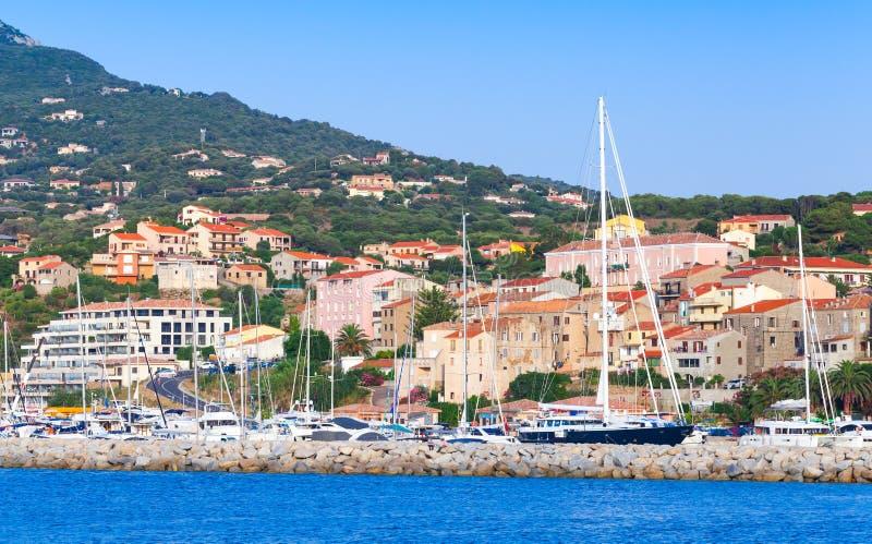 Прибрежный ландшафт курортного города Propriano стоковое фото rf
