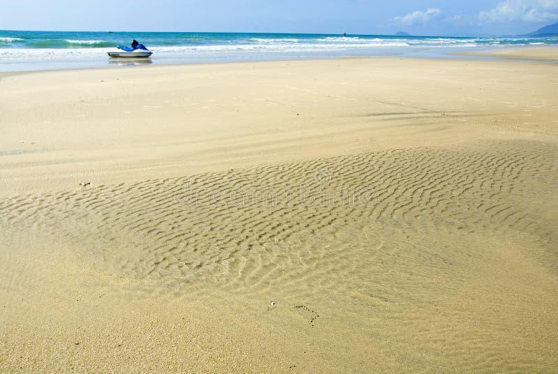 Download Прибрежный ландшафт стоковое изображение. изображение насчитывающей яхты - 33733913