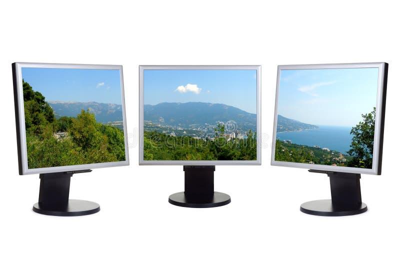 прибрежный взгляд экранов компьютера стоковые фото