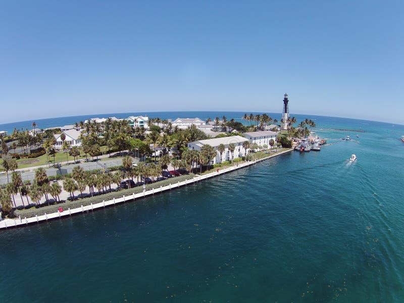 Прибрежный маяк в пляже Pompano, Флориде стоковая фотография rf