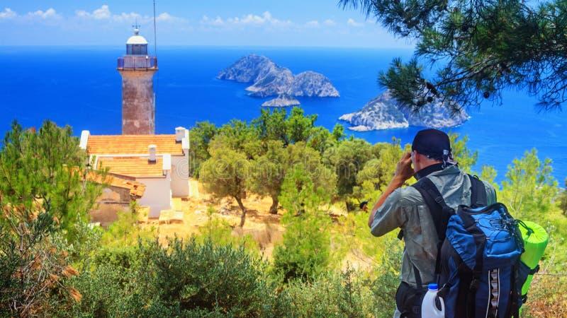 Прибрежный пейзаж - вид на маяк на мысе Гелидонья стоковая фотография