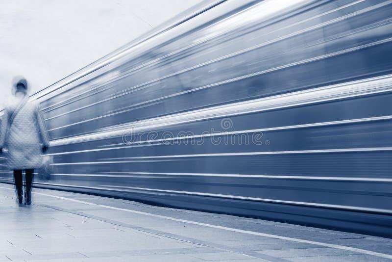 Прибытие метро стоковое изображение