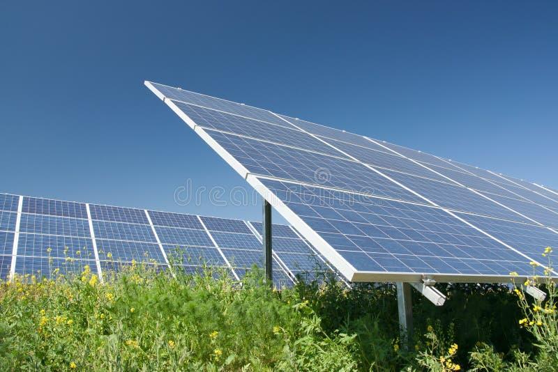 приведите солнечную станцию в действие стоковое изображение rf