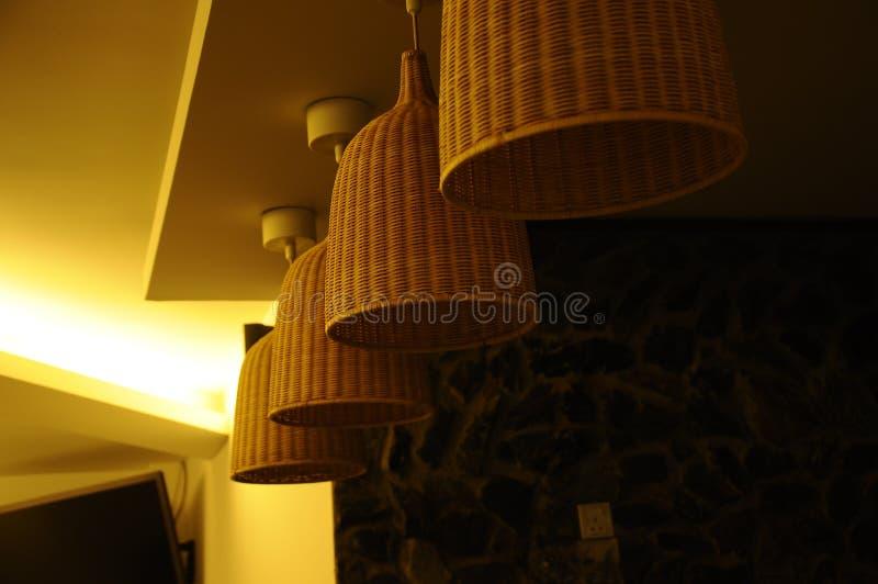 Привесной свет с крышкой ротанга стоковое фото rf