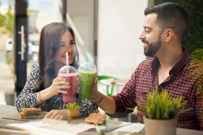 Приветственные восклицания для еды здоровой стоковые фото